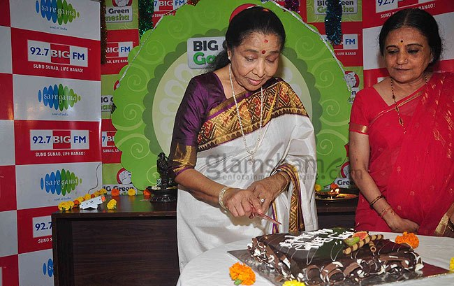 asha-bhosle-at-big-fm-studio1