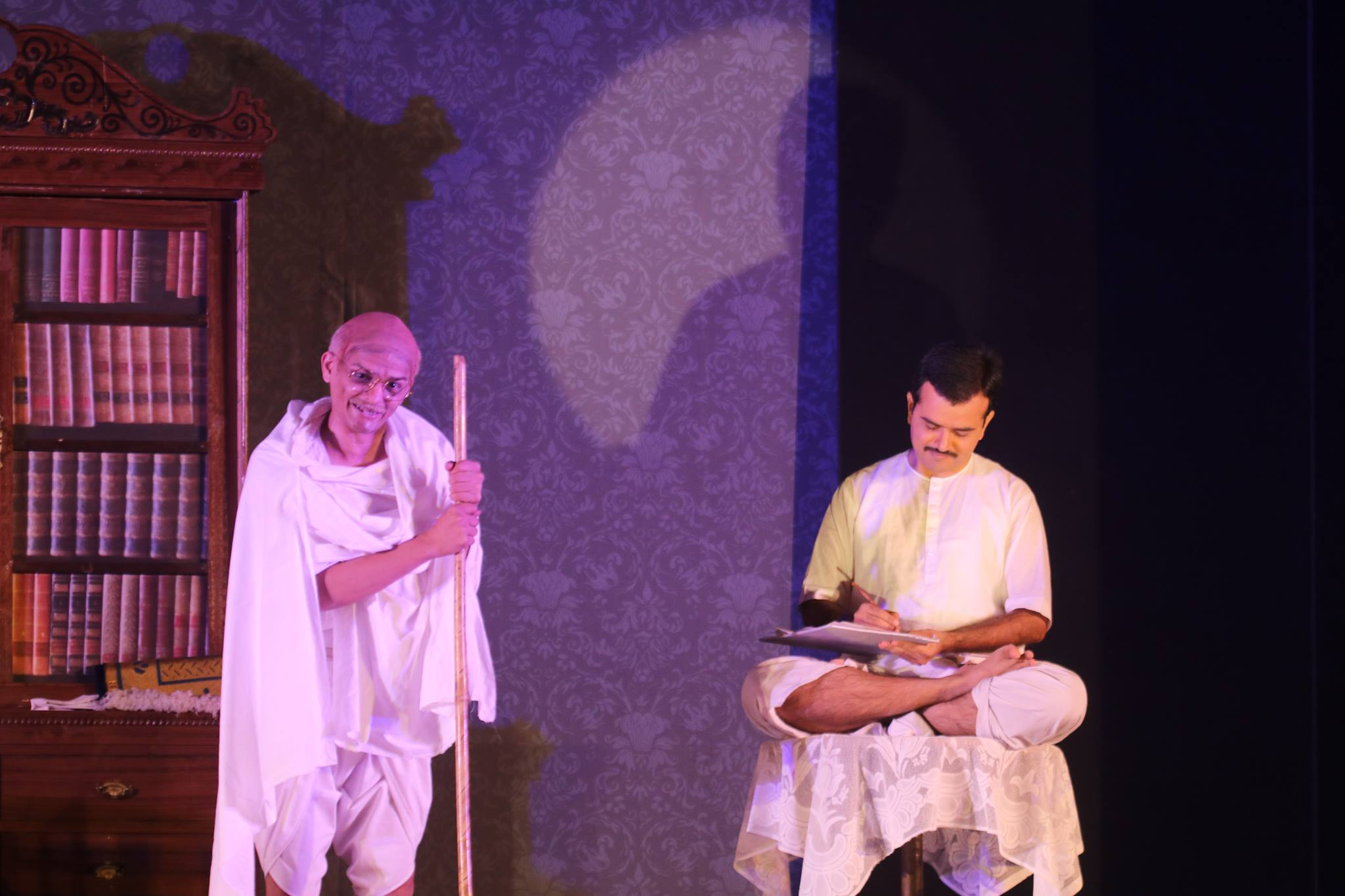 still-from-the-play-yugpurush-portraying-an-inspiring-exchange-between-the-mahatma-and-his-mentor-shrimadji